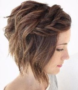 Add twists to your short messy hair style