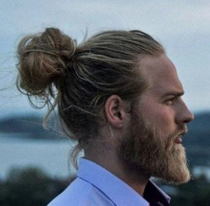 Cool hairstyles for guys with medium hair 3