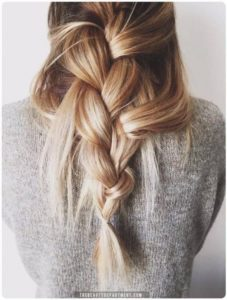 One of the best hairstyles for this type of hair are the braids, see the following!