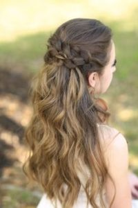 Prom hairstyles are suitable for each type of face