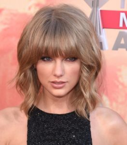Taylor Swift bangs for rounded faces