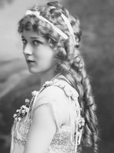 #1 Mary Pickford's Hairstyles